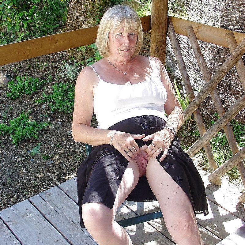 cochonne en string femme salope mure