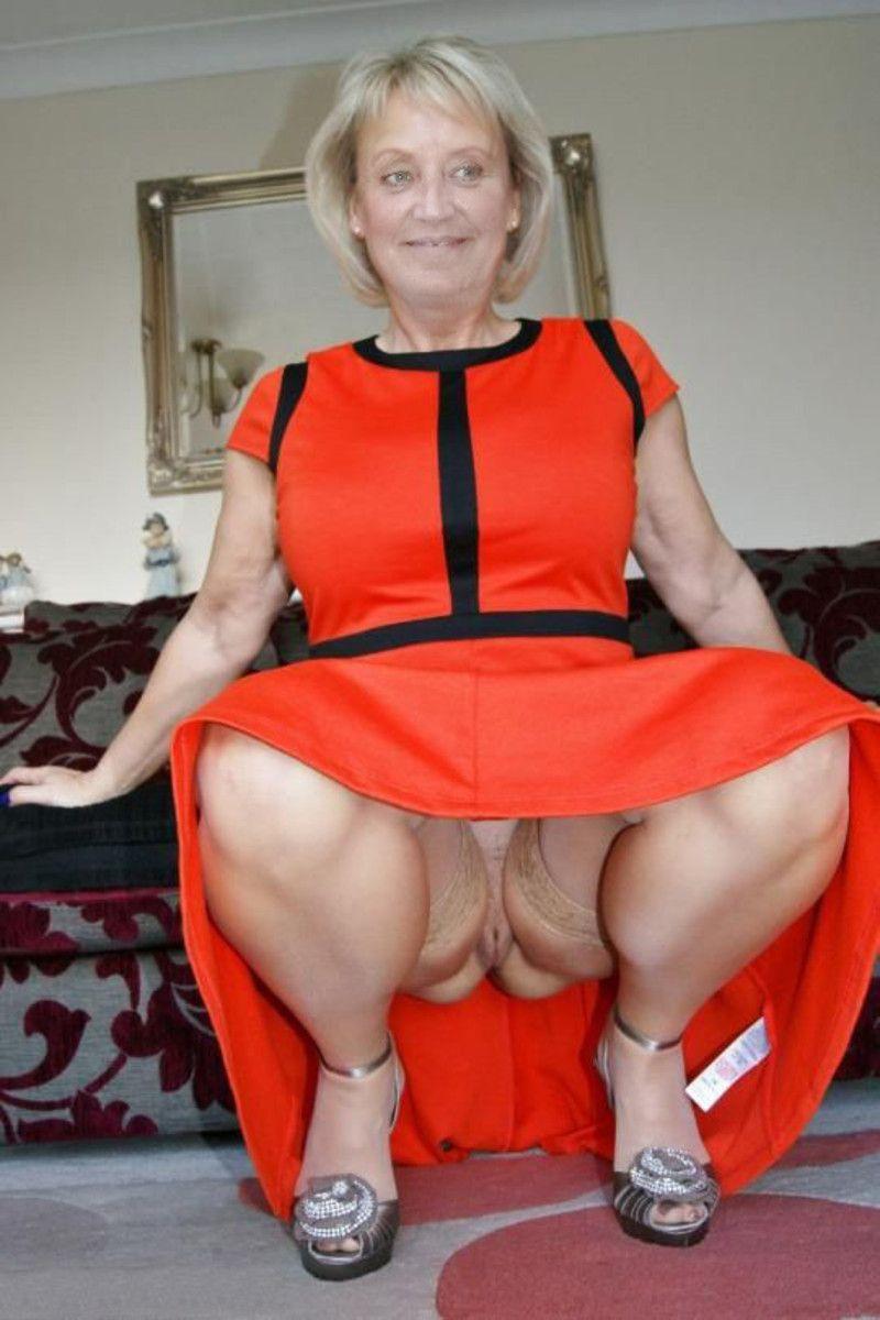 порно старух под юбки