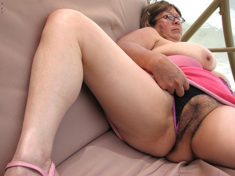 femme qui montre sa chatte vieille a gros sein