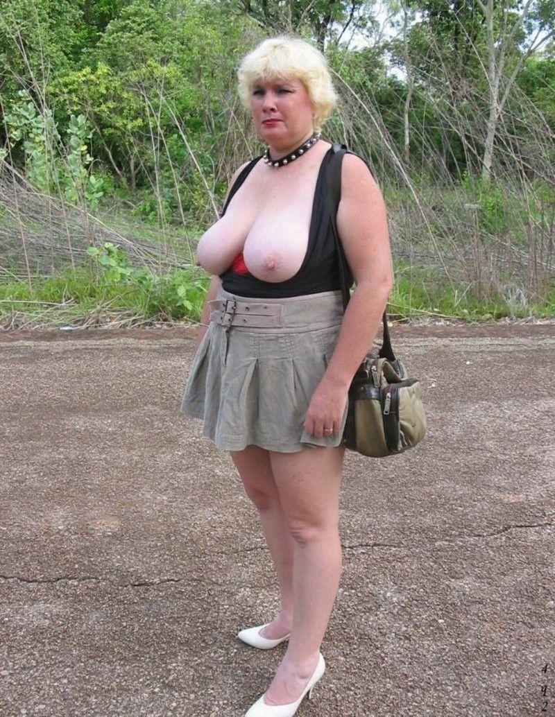 grosse vieille femme pute en public