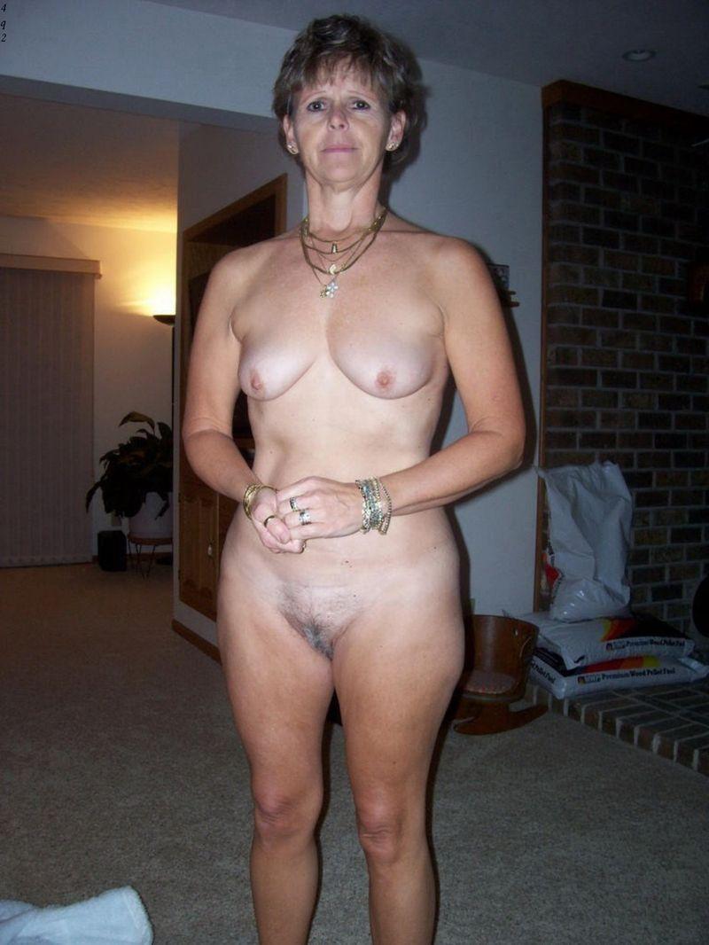 Dame d'ge mr en dessous sexy se prend un V2pornocom