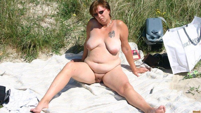 делят пожилую даму на пляже она поперлась аптеку
