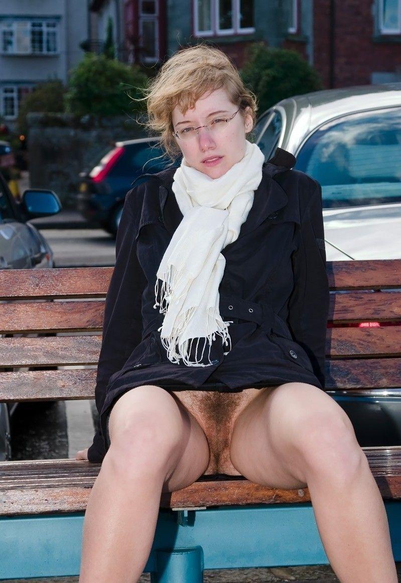 приподняла волосатая пизда на улице грудь