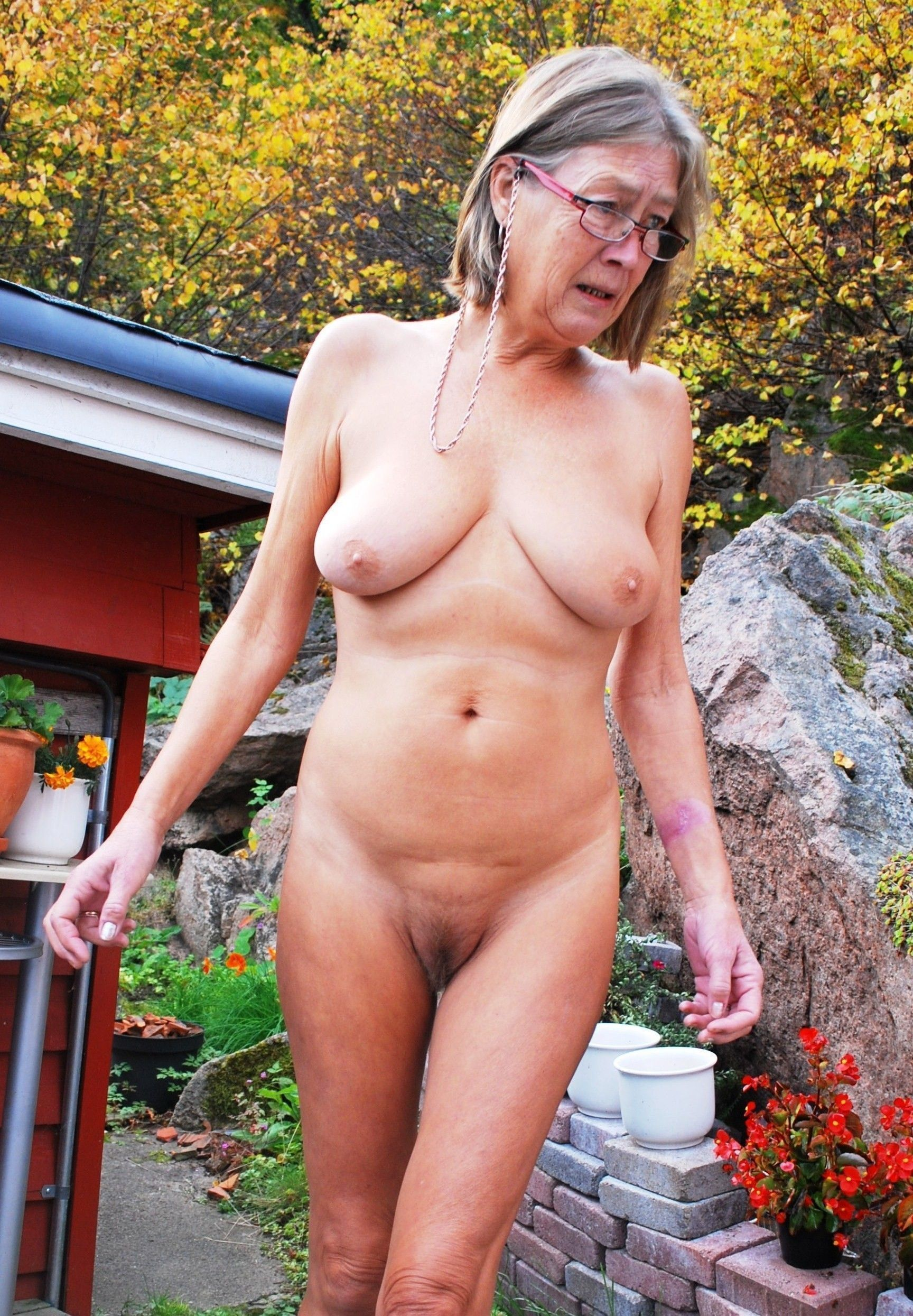 Outdoor Grannies And Matures 62