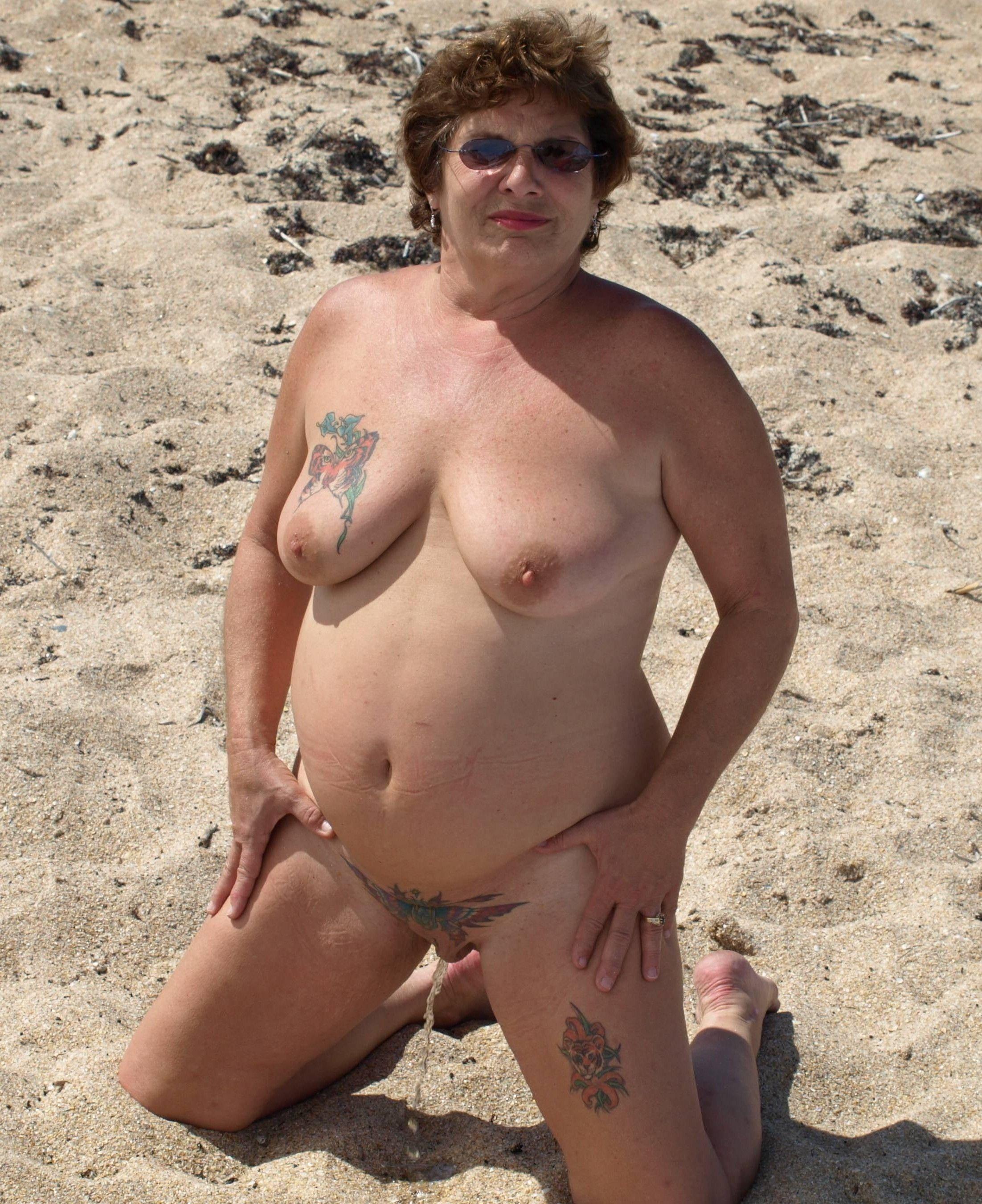journaliste salope baise sur le sable
