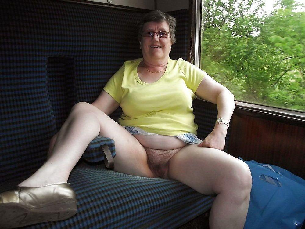 femme nue sous la jupe jeanne salope