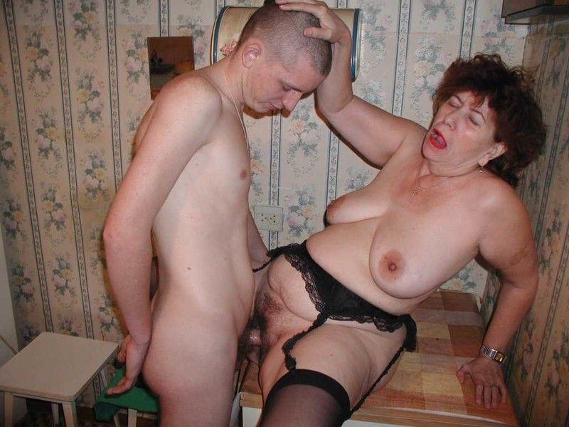 Порно одна баба трахает мужика а он лижет у второй п показалось, что
